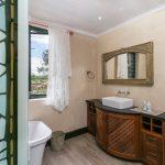 Knysna self catering guest house bathroom